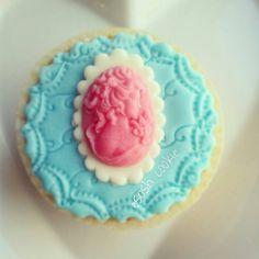 Cameo Cupcake