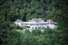Above the Clouds, Stowe Vermont's premiere real estate Check out the video gallery  of this estate.Wow!