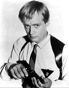 The Man from U.N.C.L.E. - Wikipedia Spy Shows, Great Tv Shows, Tv Actors, Actors & Actresses, Robert Vaughan, Man From Uncle Tv, Serie Ncis, Mejores Series Tv, Black And White