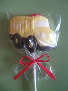 School Bus lollipops for Back to School...nice gift for drivers to hand out to welcome back to school kids on your bus