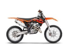 Info 2014 KTM 150 SX THE BEST OF BOTH WORLDS. With a stronger engine, the 2014 150 SX keeps even closer on the heels of the 250cc 4-strokes, not the least thanks to its unbeatably low weight. #clintoncountymotorsports