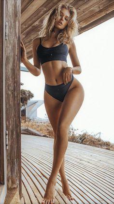 Gorgeous pretty busty breasted mum woman milf sitting on her sunbed pretty looking sexy bikini swimwear. Sexy Bikini, Bikini Girls, Bikini Babes, Mädchen In Leggings, Jenifer Aniston, Mädchen In Bikinis, Bikini Swimwear, Swimwear Model, Fit Women