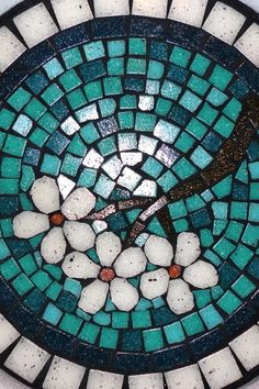 Top 12 Mosaic Designs With Garden Stone & Easy Tutorial – Backyard Decor Project Mosaic Stepping Stones, Stone Mosaic, Mosaic Glass, Glass Art, Stained Glass, Mosaic Birds, Mosaic Flowers, Mosaic Madness, Mosaic Crafts