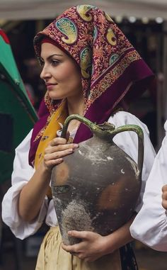 Sardinia Italian Women, Italian Girls, Folk Costume, Costumes, Sardinian People, Folk Clothing, People Around The World, World Cultures, Traditional Dresses