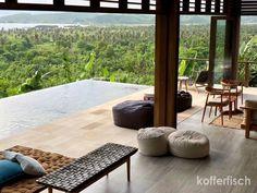Wo soll ich anfangen?  Das Beste an der Villa Sorgas auf Lombok ist die Lage und der Wahnsinns-Rundblick in die Natur. Die steile Anfahrt ist zwar etwas beschwerlich, dafür wird man aber belohnt, sobald man diese Villa betritt. Man mag den Blick kaum noch abwenden von diesem Überfluss an saftig grünen Palmen, sanften Hügeln und puderzuckerweissen Buchten.   #Indonesien #Lombok #VillaSorgas