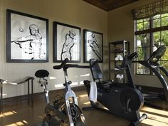A home gym can be a great convenience. However, coming up with the perfect home gym design to suit personal preferences can be a challenge. The best home gym design increases the chance of achievin… Workout Room Home, Gym Room At Home, Home Gym Decor, Workout Rooms, Home Gym Garage, Basement Gym, Home Gym Design, House Design, Small Home Gyms