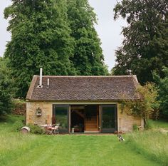 The stunning restoration of a cottage in the English countryside by the antiques…