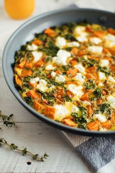Add this sweet potato kale frittata to your weekly menu for a quick and easy healthy meal that can be whipped up in less than 35 minutes and served for breakfast, lunch or dinner. This post is sponsor Kale Frittata, Sweet Potato Frittata, Sweet Potato Kale, Frittata Recipes, Roasted Sweet Potatoes, Easy Healthy Recipes, Real Food Recipes, Healthy Snacks, Eating Healthy