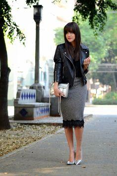 Risultati immagini per faldas de moda Pencil Skirt Dress, Pencil Skirt Outfits, Pencil Skirts, Biker Jacket Outfit, Leather Jacket Outfits, Skirt Fashion, Fashion Dresses, Pumps, Fashion Advice