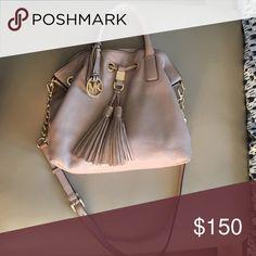 Gently used Michael Kors Bag Medium sized powder pink Michael Kors Bag. Feel free to make an offer 😊 Michael Kors Bags Crossbody Bags