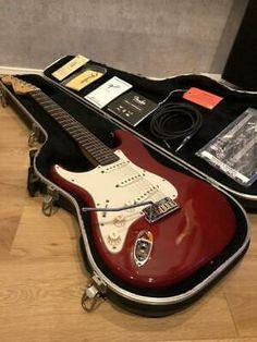 Fender Stratocaster Sunburst, Stratocaster Guitar, Lefty Guitars, Gibson Guitars, Lake Placid Blue, Jim Morrison Movie, Fender Usa, Fender Custom Shop, Fender Squier