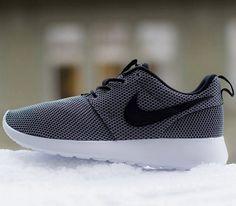 Nike Roshe Run GS – Cool Grey / Black – White – Cool Grey