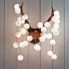 Cotton Ball Lights - Bawełniane świecące kule - doskonała aranżacja mieszkania.  Więcej na blogu: www.tryc.pl