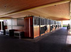 Kent Farrington's barn aisle, Wellington, FL. Classic Equine Equipment provided the stall fronts and… Dream Stables, Dream Barn, Horse Stalls, Horse Barns, Kent Farrington, Equestrian Stables, Barn Layout, Classic Equine, Future Farms