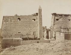 Louksor, Pylône et Obélisque de Rhamsès II. Photographe : Jean Pascal Sebah (1838-1910)