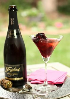 Bing Cherry Sorbet with Cava and Cherry Brandy Topping Cherry Desserts, Cherry Recipes, Wine Drinks, Alcoholic Drinks, Beverages, Party Drinks, Cava Sparkling Wine, Cherry Topping, Bing Cherries