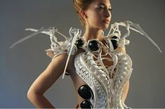"""Dutch designer Anouk Wipprecht has created the """"Spider Dress,"""" with epaulets that rear up like the legs of a spider when personal space is invaded. Impression 3d, 3d Printed Dress, 3d Prints, Wearable Technology, Personal Space, Dress Images, Future Fashion, Geek Gifts, Fashion Show"""