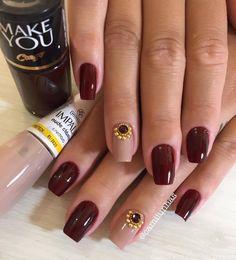 Se você gosta de esmalte vermelho, você vai ficar doida com esse 55 modelos de Unhas vermelhas decoradas que selecionamos no Instagram e Facebook para servirem de inspiração para vocês. Tem unha vermelha de tudo que é jeito e decoração de unhas! Tem esmalte vermelho com unha decorada com joia de unha, com glitter, com… Korean Nail Art, Korean Nails, Hair And Nails, My Nails, Beautiful Nail Polish, Elegant Nails, Nail Arts, Nail Inspo, Nails Inspiration