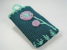 Handytasche gehäkelt und mit Blumen verziert.  iPhone, Samsung, HTC usw., sind geschützte Markennamen und wurden nur zur Veranschaulichung der Gr...