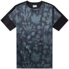 """Going """"Wilde"""" for 2017, Wooyoungmi look to the wit and writ of 19th century famous poet Oscar Wilde. Taking on the playwriters mantra - art for art's sake – the mother and daughter designing duo update wardrobe staples with an elegant twist. Taking on autumnal tones, this tee is beautifully patterned with a rich floral design across the body, luxuriously made in Korea from smooth silk satin. 95% Silk, 5% Spandex Floral Print Crewneck Made in Korea"""