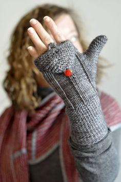 Clever Gloves, Removable Top. Hermosa Worsted Fiber Company , Sterling color (80% of a ball).