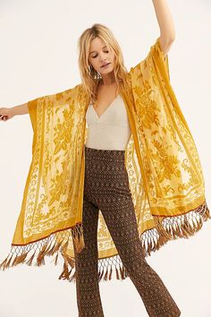 This luxe sheer Free People velvet kimono features a floral design. This Fringe Hem Kimono is street chic as well as boho chic. Kimono Outfit, Boho Kimono, Kimono Fashion, 90s Fashion, Boho Fashion, Kimono Top, Fashion Dresses, Fashion Trends, Fashion Clothes