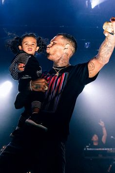 Chris Brown Performs At Hollywood Palladium In Fred Perry x Raf Simons Tee Chris Brown Outfits, Chris Brown Style, Breezy Chris Brown, Trey Songz, Big Sean, Ryan Gosling, Rita Ora, Nicki Minaj, Chris Brown Daughter