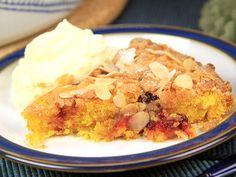 Glutenfri saffranskaka med lingon och mandel