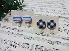 セリアのくるみボタンキットを使って、コットンパールと合わせたピアスの作り方をご紹介します。 まずはお気に入りの布でくるみボタンを作り、Tピンを使ってコットンパールとピアスを繋ぐだけなのでとても簡単に作れます♪ コロンとしたくるみボタンとゆらゆら揺れるパールが上品で大人かわいいピアスです。 Jewelry Box, Pearl Earrings, Pearls, Crafts, Fashion, Jewellery Box, Moda, Jewel Box, Pearl Studs