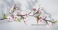 Kirschblüten aus Zuckerpaste