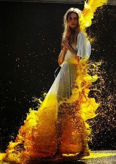 Beautiful Examples Of Water & Color Splash Photography Color Splash, Paint Splash, Poses, Art Photography, Fashion Photography, Yellow Photography, Splash Photography, Photography Backdrops, Foto Portrait