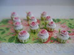 diy - miniature doll house- 3 CUPCAKES pistache chantilly