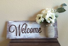 Pretty on afront porch.Mason Jar Wood Wall Hanging Welcome Sign Hand by DodsonDecor Mason Jar Projects, Mason Jar Crafts, Mason Jars, Glass Jars, Pallet Crafts, Pallet Art, Decorated Jars, Shabby Chic Homes, Decoration