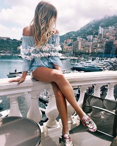 Summer style - blue & white ruffle top