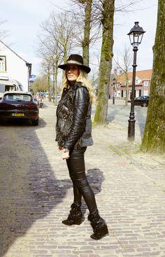OutfitHatNikkiBergmans Isabel Marant Pierce Boots