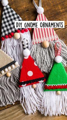Christmas Door Wreaths, Easy Christmas Crafts, Christmas Activities, Diy Christmas Ornaments, Simple Christmas, Christmas Time, Gnome Ornaments, Plastic Canvas Christmas, Diy Gifts