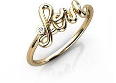 """Anel Love em ouro 18k com diamante.  Anel no formato da palavra LOVE em escrita cursiva, com diamante cravado.  LOVE (""""amor"""" em inglês) é um tema clássico para jóias.  #anel #aliança #noivado #casamento #love #coracao #joias #ouro  #amor #noivinhasdeluxo"""