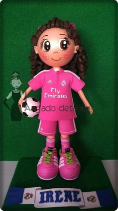 Fofucha futbolista con camiseta rosa del Real Madrid.