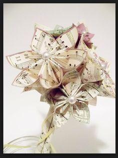 Fleurs papier DIY à mettre dans les vases centre de table