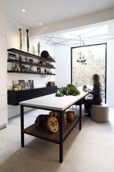 cuisine-espace-repas-minimaliste-blanche-noire-comptoir-pierre-st-marc_09.jpg