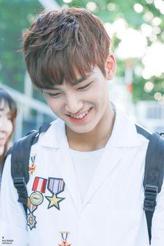 LIKE SEVENTEEN #seventeen #mingyu #kpop Mingyu Wonwoo, Seungkwan, Woozi, Sehun, Exo, Mingyu Seventeen, Seventeen Debut, Rapper, Kim Min Gyu