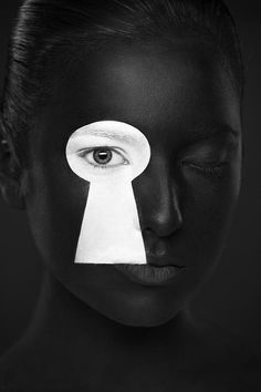 Weird Beauty - Black and White Portrait Photography and Face-Art by Alexander Khokhlov Black And White Face, Black And White Design, Black Lips, Black Body, Black And White Portraits, Black And White Photography, Alexander Khokhlov, Photo Hacks, Art Visage