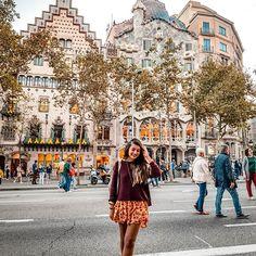 ¿Quieres saber que hacer en Barcelona y cuales son los imperdibles? No dudes en seguirme en instagram en donde hablo de mi experiencia viviendo en esta ciudad por mas de 1 año Barcelona, Street View, Photo And Video, Instagram, Travel, Adventure, Guatape, Viajes, Barcelona Spain