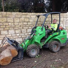 The avant saved hours on shifting wood from a multi stemmed sycamore distmantle the last 2 days, think every tree gang should have one #avant #treecare #treework #arborist #arbtalk #bigtoys #greenmachine #loader #avantloader