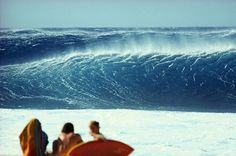 Big set coming in at Backdoor Pipeline on Oahu, Hawaii. Big Wave Surfing, Water Surfing, Sunset Beach Hawaii, Oahu Hawaii, Sydney Beaches, Surfer Surf, Beach Images, Summer Dream, Big Waves