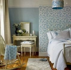 Dicas de decoração feminina e elegante: papel ou tecido nas paredes: