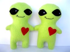 Boyfriend Anniversary Gifts, Girlfriend Gift, Boyfriend Girlfriend, Boyfriend Gifts, Alien Plush, Handmade Stuffed Animals, Cute Crafts, Claire, Monsters