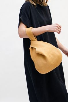 Art and Artists // the small knot bag in a soft buttercream leather. A beautiful and minimal design by elizabeth suzann