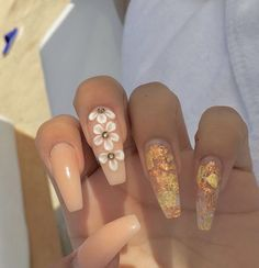 Pretty Spring Floral Nail Designs You Must Try 2019 Spring will start one week later and we're already welcoming the season with cheerful nail art from Gorgeous Nails, Love Nails, Pretty Nails, My Nails, Cute Acrylic Nails, Acrylic Nail Designs, Nail Art Designs, Nagellack Design, Manicure E Pedicure