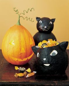 Halloween Decor: Papier-Mache Cat Pumpkins